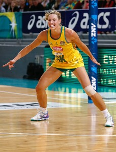 Laura playing for the Diamonds in the 2014 Constellation Cup