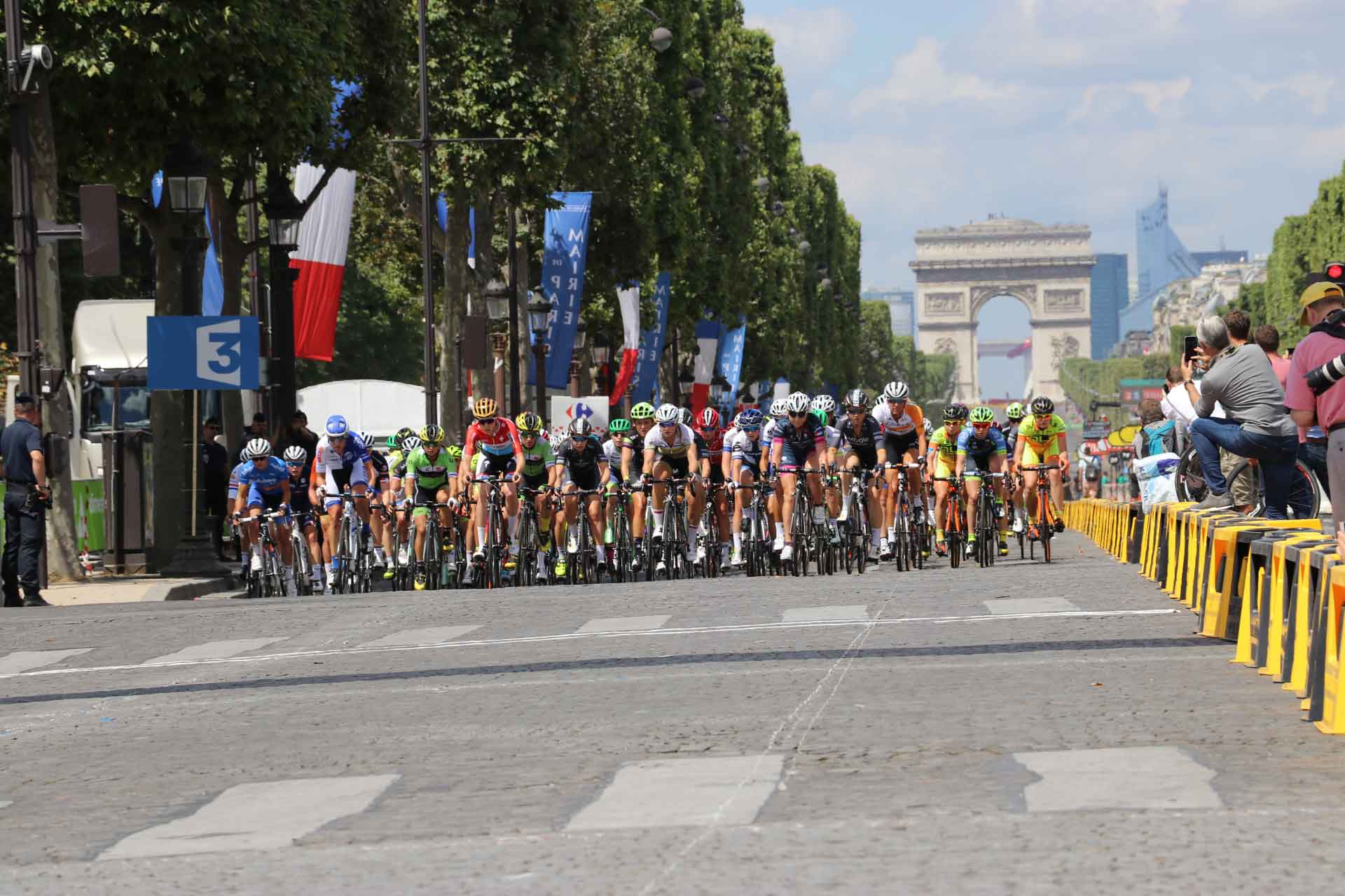 "The 2016 edition of the Women's Tour de France ""La Course"" on Champs Elysee PHOTO: Ben Squiers, SPORTETTE"